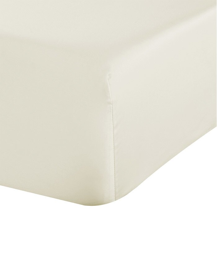 Ivory sateen 600 thread count deep pocket fitted sheets.