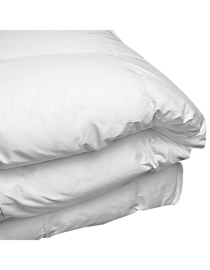 For those that live in warmer climates our summer weight Savannah comforter is perfect. As with our other luxury goose down comforters this comforter is made with a baffle box construction (baffle box is not present on the out side edges of the comforter but in all inner compartments). Light weight and perfect for those warm summer nights.