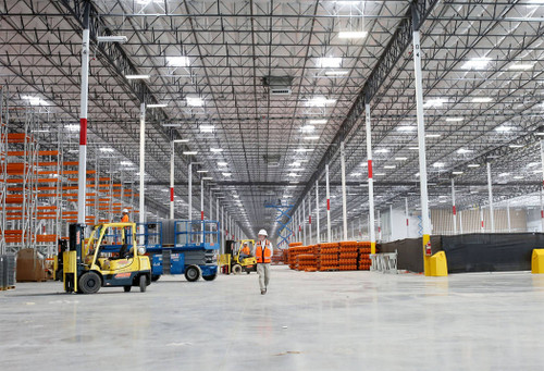 LED Linear High Bay Light with Motion Sensor, Perfect for warehouses and gymnasiums.