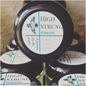 High Strung Ingredients: Kokum Butter, Unrefined Beeswax, Capuacu Butter, Argan Oil, Unrefined Shea Butter, Abyssinian Oil, Buriti Oil,Brocolli Seed Oil, Essential Oils of: Sage, Sandalwood, Vanilla. A pomade for the people!