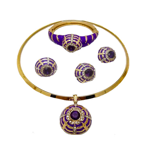 This Golden Purple Necklace can be used on all occasions