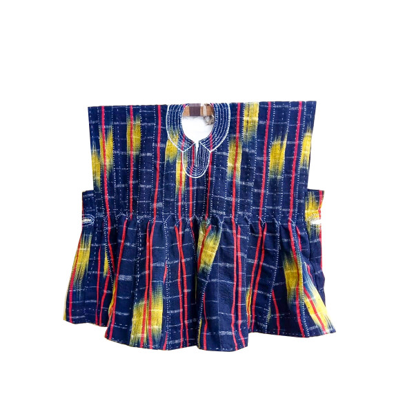 batakari is a mixture of dyed and undyed cotton loom, and are originally from the northern part of Ghana and other parts of West Africa. The strips are sewn together by hand or machine giving the smock a plaid appearance. Most smocks have embroidery on the neckline.