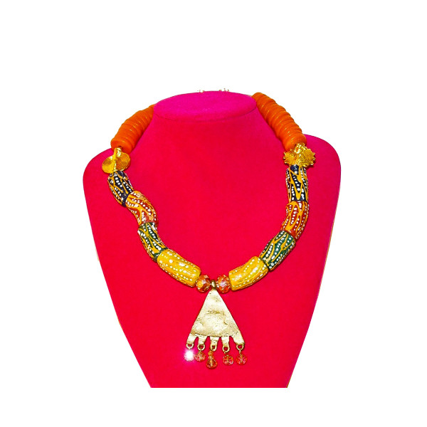 We provide you with this Beautiful jewelries for spicing up your outfit. Simply cannot help being the center of attraction with this timeless Piece of Jewelry. For the trendy and chic look, add these Necklace to complement your outfit.