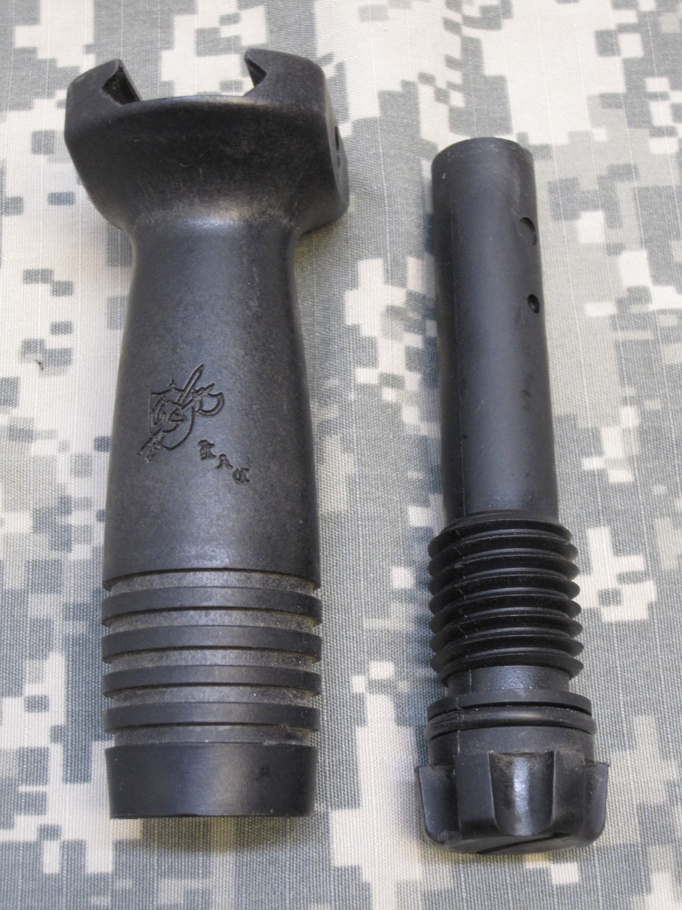 KNIGHTS ARMAMENT CO. PICATINNY RAIL FORWARD FRONT GRIP BROOMSTICK HANDLE KAC