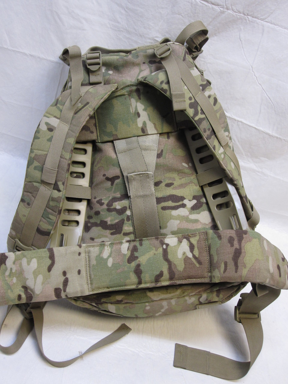 Kidney Pad /& 2 Pouches Ships FREE Shoulder Straps Molle II Lg RuckSack w//Frame