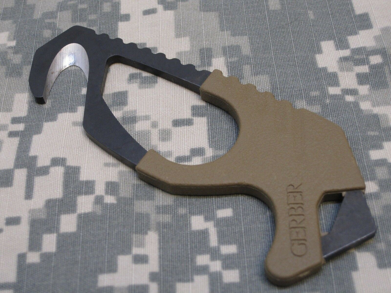 US MILITARY ISSUE GERBER COYOTE BROWN STRAP CUTTER SEAT BELT HOOK KNIFE ARMY OCP