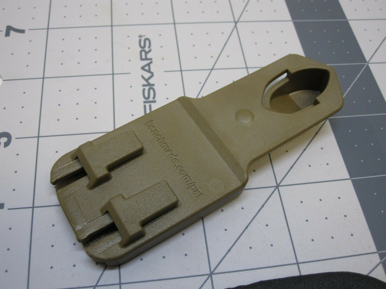 NEW BENCHMADE STRAP CUTTER RESCUE 7 HOOK KNIFE w/ MOLLE/PALS KYDEX SHEATH COYOTE