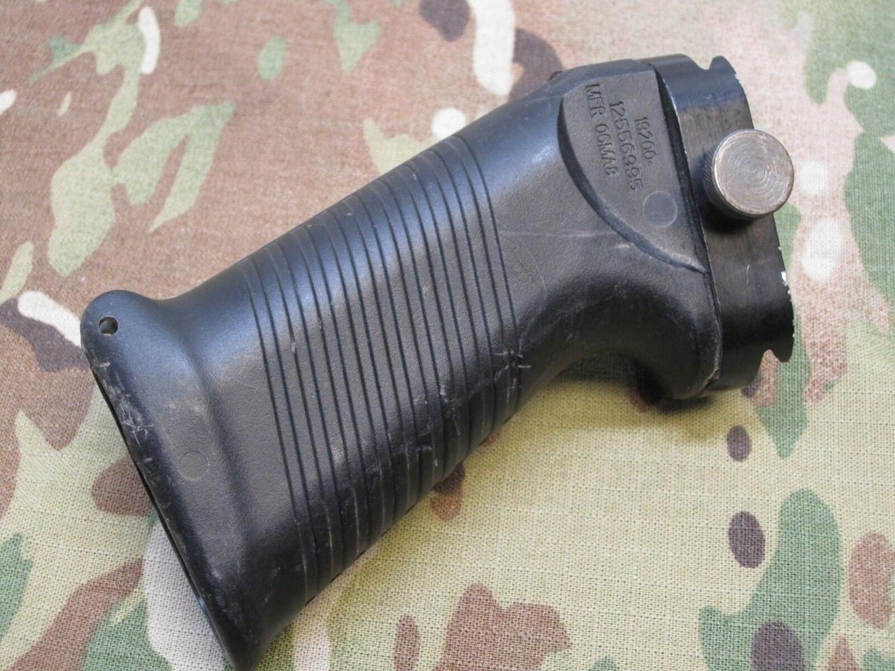 Military Picatinny SAW Rail Mount Front Pistol Grip 19200-12556995 MFR 06MA8