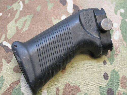 Military Picatinny SAW Rail Mount Front Pistol Grip 19200-12556995 MFR 06MA8