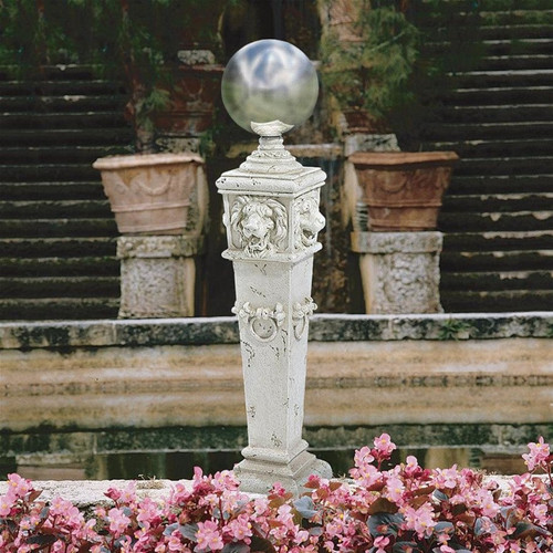 Lion Head Gazing Globe Garden Pillar Statue in the Garden