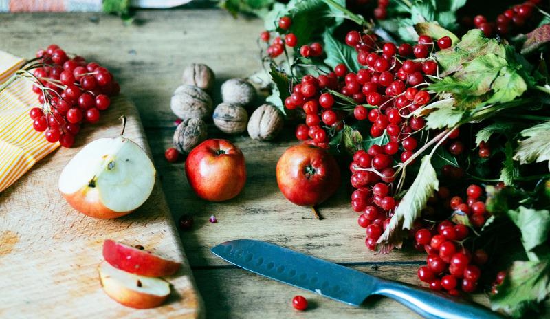eating-viburnum-berries.jpg