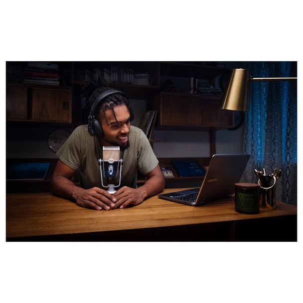 AKG Podcaster Essentials IN USE