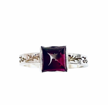 Sterling silver stackable ring with Garnet square cabochon - size 7 1/4