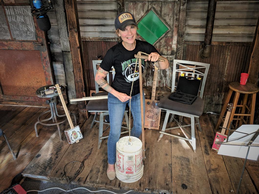 5-Gallon Bucket Bass: A Simple One-String Bass Builder's Diary