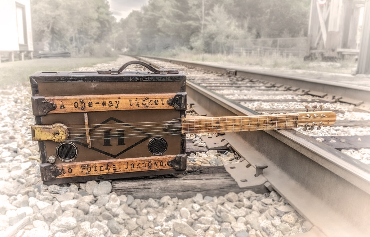 """Building the """"One Way Ticket"""" Steamer Trunk Guitar - A Photo Diary"""