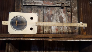 cigar box guitars kits parts more c b gitty crafter supply tin pan alley 3 string paint can resonator guitar kit