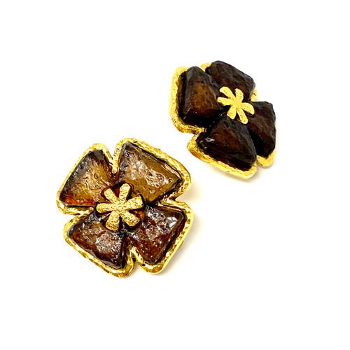 Poggi Paris Cross Resin Clip-On Earrings- Thumbnail