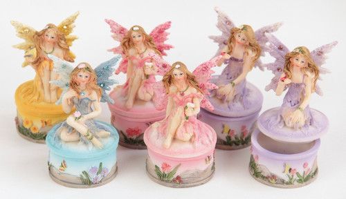 Little figuring fairy sitting on the lid of a round box - price per piece