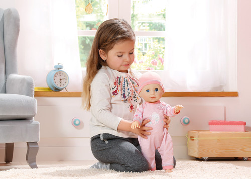 BABY ANNABELL LEARNS TO WALK