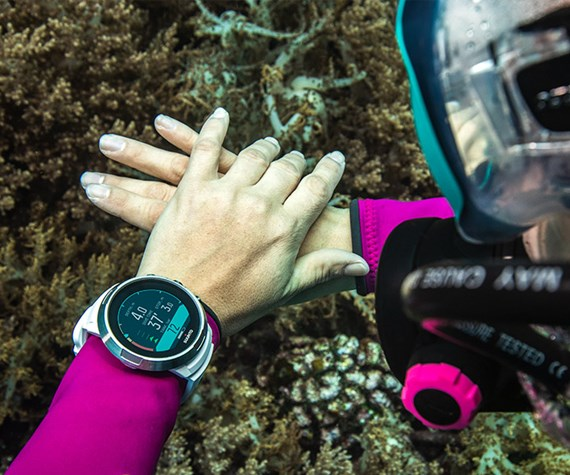 suunto dive computer on divers wrist