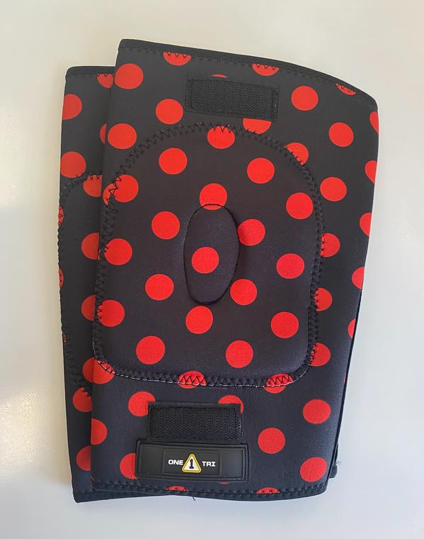 1Tri Knee Gaskets - Red Polka Dots