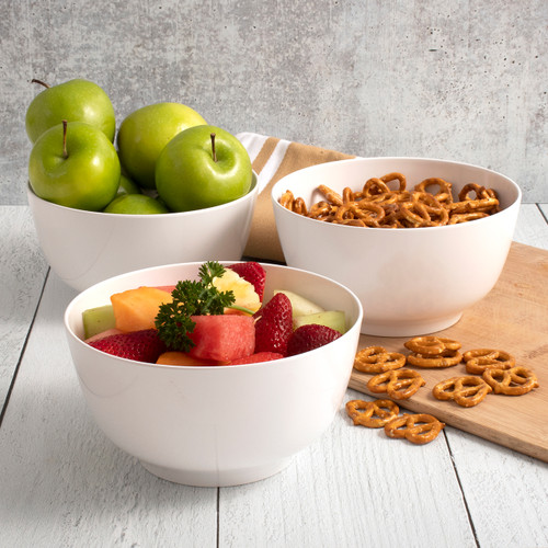 Hutzler snack bowls with fruit and pretzels