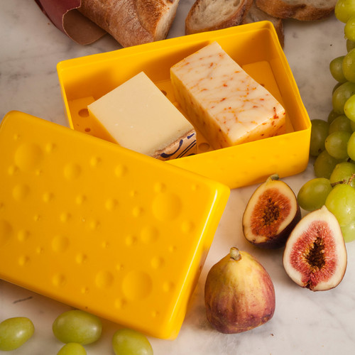 Hutzler Cheese Saver with 2 hard cheeses