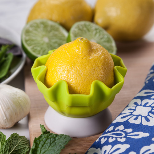 Lemon squeezer with stand
