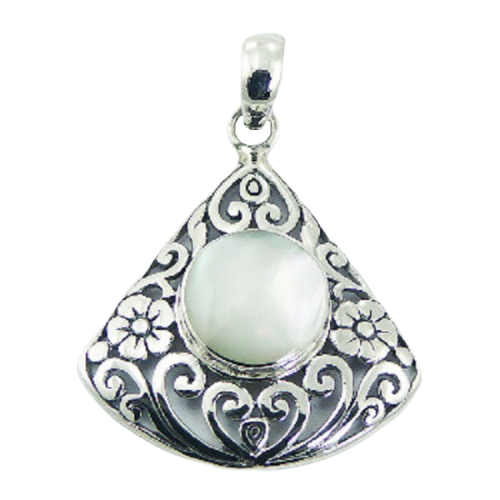 Mother Of Pearl Pendant Floral Heart
