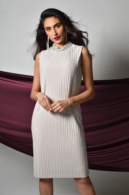219014 Frank Lyman Pleat Dress With Pearl And Diamate Neck ()
