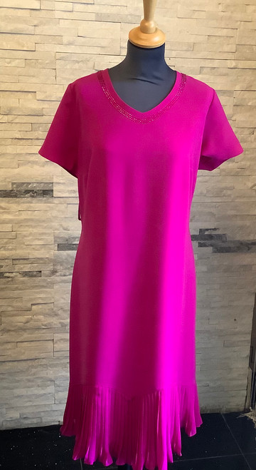Be bold in this lovely fushcia dress by Personal Choice.  V neck with sparkle trim to the neckline. short sleeved, fully lined with pleated chiffon hemline