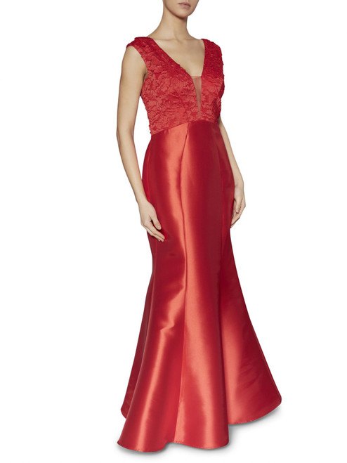 Stunning evening gown! Sleeveless with applique detail on the bodice and fishtail skirt.