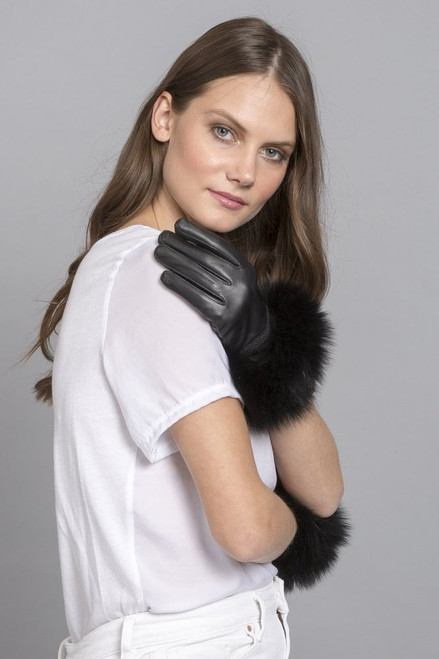 Leather gloves with faux fur trim.  Keep fingers toasty with these smart leather gloves with luxuriously soft faux fur trim.