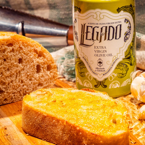 Legado Extra Virgin Olive Oil with Bread