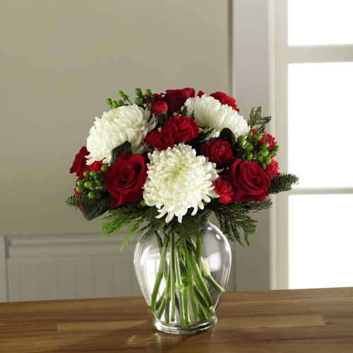 Holiday Enchantment Bouquet Deluxe