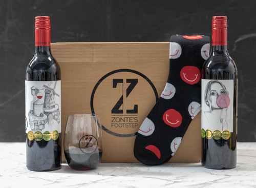 Lazy days pack – GoVino wine cup and novelty socks for lazing around