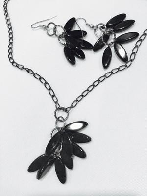 Black Petal Shaped Beads Necklace set