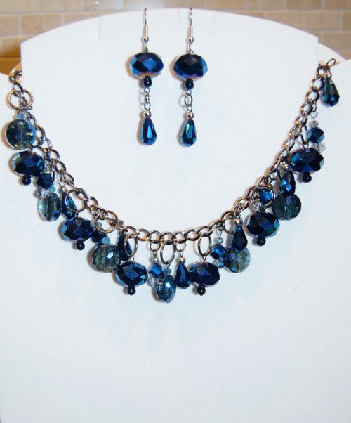Shades of blue crystal drops necklace set