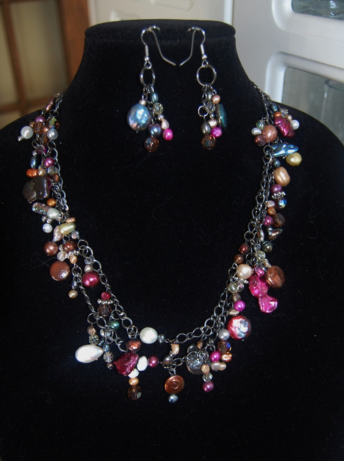 Freshwater Pearl and crystals cluster necklace set