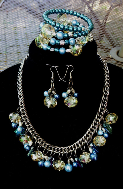 Shades of blue crystal and pearls necklace set