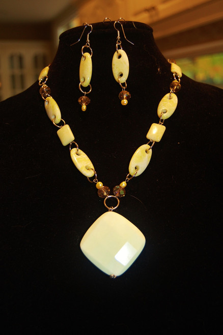 Yellow Agate Large Drop Stone necklace set