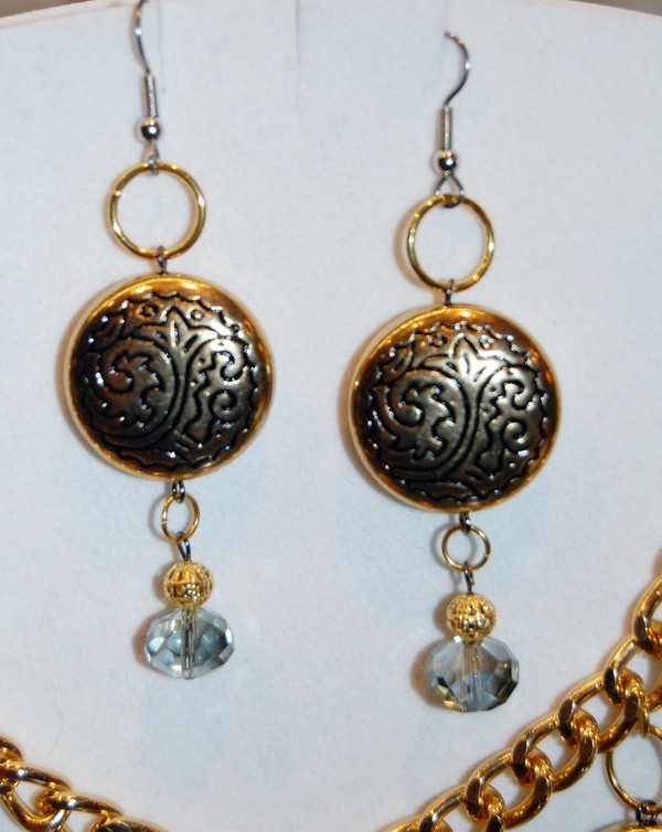 Bright gold circles with crystal drops necklace set