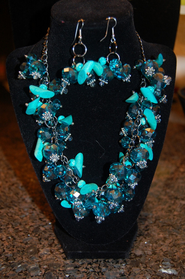 Blue crystal cluster necklace set