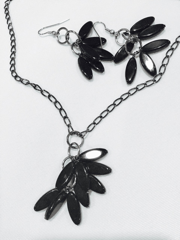 Black Petal Shaped Beads Necklace set