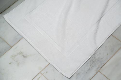 Luxury Bath Mat   24 Per Case   White 22x34