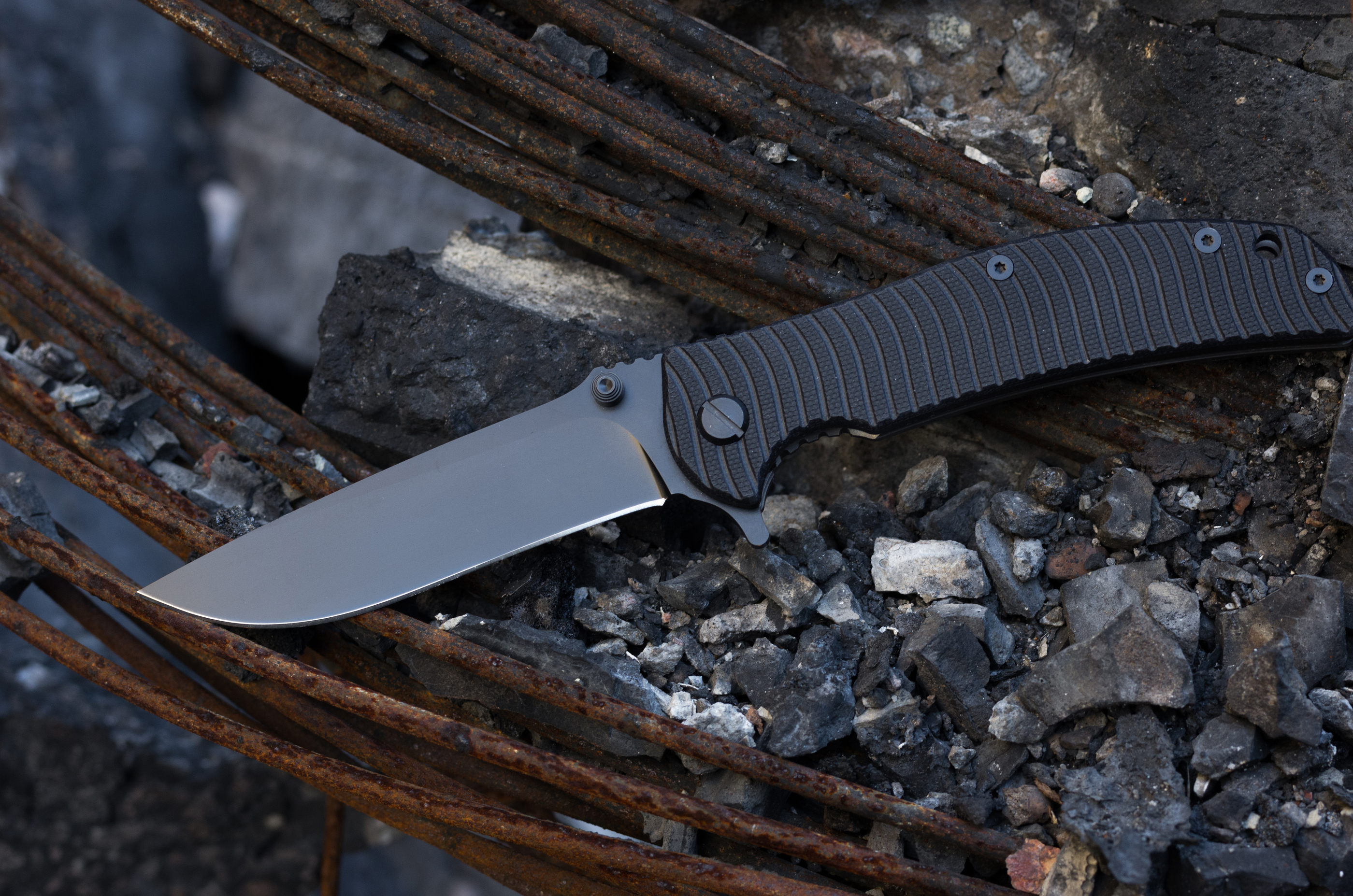 bigstock-folding-knife-the-knife-is-bl-245031490.jpg