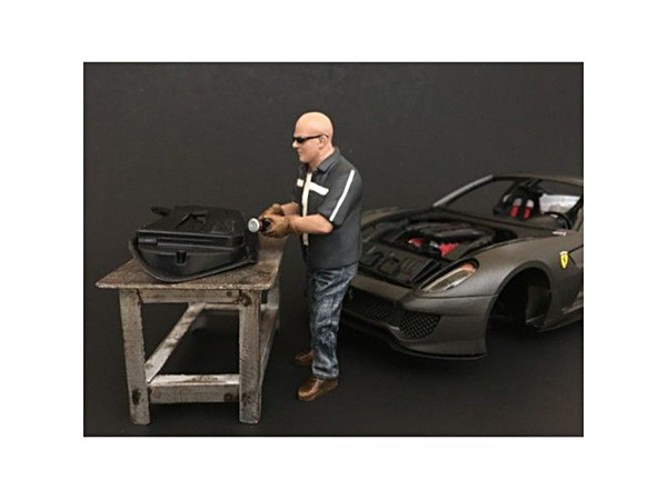 """""""Chop Shop"""" Mr. Fabricator Figure For 1:24 Scale Models By American Diorama (Pack Of 3) 38260"""