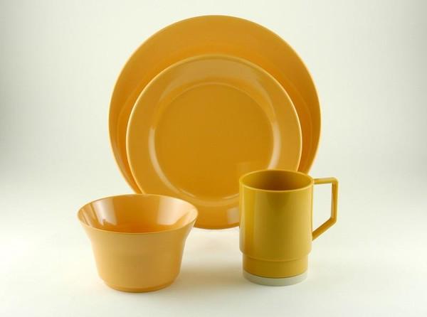1035-L 16 Galleyware Mustard 16 Piece Melamine Non-skid Dinnerware Set