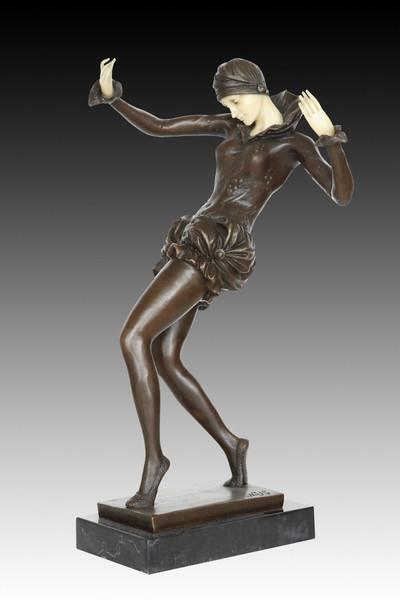 XQ-037 Vintage Woman Dancing