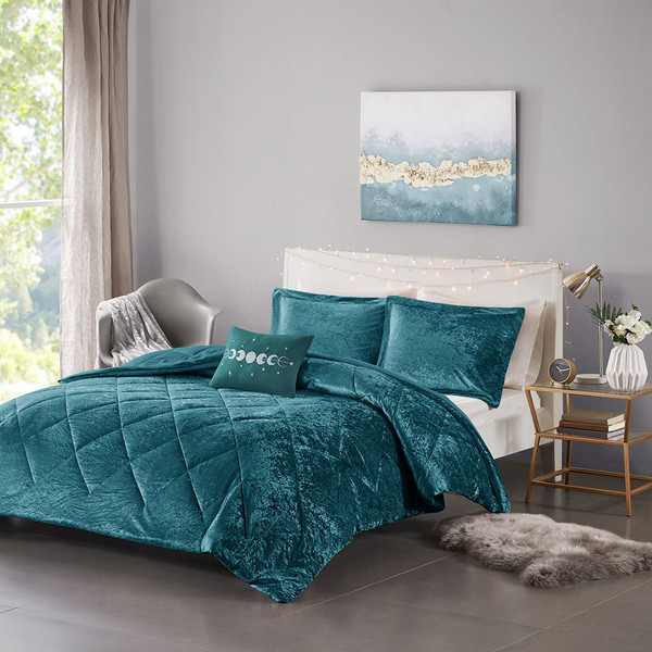 Intelligent Design Felicia 100% Polyester Crushed Velvet Comforter Set - Full/Queen - Teal ID10-1906 By Olliix